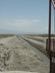 I 1998 var hele dette området dekket av vann. I dag er det 4 km ned til innsjøen.