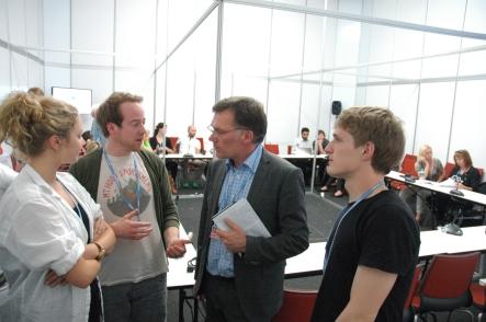 Changemaker møter forhandlingsleiar Henrik Harboe (Foto: Tone Hertzberg).