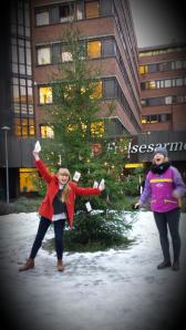 Astrid og Tabita fra hovedtemautvalget synger jula inn